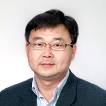経営学部 学部長 銭 佑錫 教授