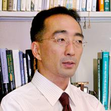 経営学研究科 研究科長 佐藤 祐司  教授